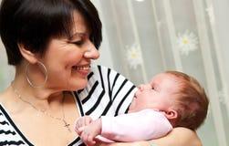 Grootmoeder met baby Stock Fotografie