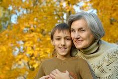 Grootmoeder met jongen Royalty-vrije Stock Foto's