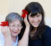 Grootmoeder met kleindochter royalty-vrije stock foto