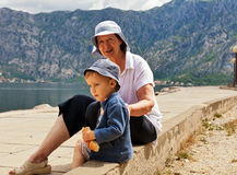 Grootmoeder met kleinzoon Royalty-vrije Stock Foto