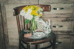 Grootmoeder` s Retro Hoek met een Modieuze Klok Royalty-vrije Stock Foto's