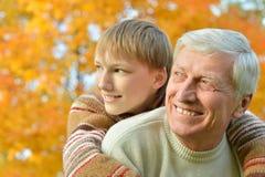 Grootouder en jong geitje royalty-vrije stock afbeelding