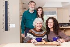 Grootouders, dochter en kleindochter stock fotografie