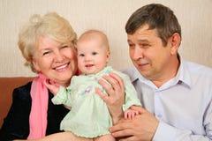 Grootouders met baby Stock Foto's