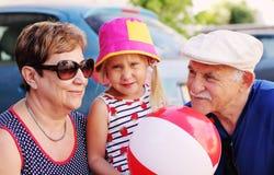 Grootouders met kleinkind royalty-vrije stock foto