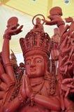 Grootste Houten Standbeeld van Guan Yin met 1000 handen Stock Afbeeldingen