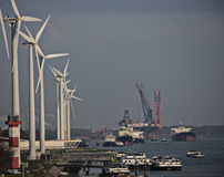 Grootste kraanschip in de wereld in de haven van Rotterdam Royalty-vrije Stock Foto
