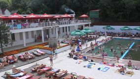 Grootste zoutwaterpool in Roemenië stock video
