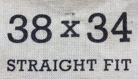 Grootteetiket voor jeansbroek Stock Foto's