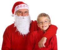 Grootvader als Kerstman met zijn kleinzoon stock fotografie