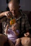Grootvader en kleindochter stock foto