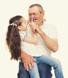 Grootvader en kleinkinderen gestemd portret geel royalty-vrije stock fotografie