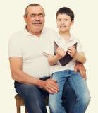 Grootvader en kleinkinderenportret stock afbeeldingen