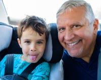 Grootvader en kleinzoon stock foto