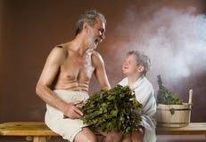 Grootvader en Kleinzoon in het Bad royalty-vrije stock foto