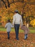 Grootvader met kinderen Royalty-vrije Stock Foto's