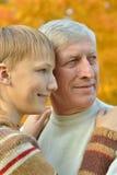 Grootvader met kleinkind Royalty-vrije Stock Afbeeldingen