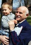 Grootvader met kleinzoon royalty-vrije stock foto's
