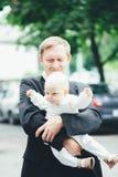 Grootvader met zijn kleinzoon Royalty-vrije Stock Foto's