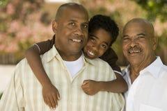 Grootvader met zijn volwassen zoon en kleinkind royalty-vrije stock fotografie