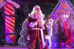 Grootvadervorst (Ded Moroz) De prestaties van het nieuwjaar in Pyatig Stock Afbeelding
