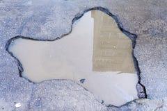 Grop på asfaltvägen Royaltyfri Fotografi