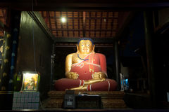Gros Bouddha de pagoda antique en Wat Chedi Luang, Thaïlande Photographie stock libre de droits