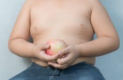 Gros garçon d'Apple en main Photographie stock libre de droits