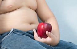 Gros garçon rouge de pomme en main Photo stock