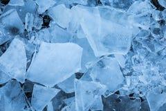 Gros morceaux de glace en nature Photo stock