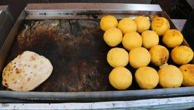 Gros morceaux de Polenta bourrés du fromage Photo libre de droits