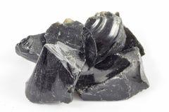 Gros morceaux noirs d'obsidien photographie stock libre de droits