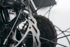 Gros vélo de Fatbike ou vélo de gros-pneu Photographie stock libre de droits