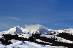 Gros Ventre bergskedja ovanför Hoback River Valley i den centrala Rocky Mountains nära Pinedale i Wyoming Arkivbild