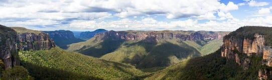 Grose dal i blåa berg Australien Royaltyfri Fotografi