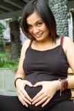 Grossesse d'amour de femme enceinte d'Asiatique Photographie stock