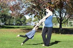 Grossesse - famille de femme enceinte Images libres de droits