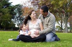 Grossesse - famille de femme enceinte Image stock
