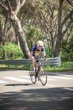 Grosseto, Italië - Mei 09, 2014: De gehandicapte fietser met de fiets royalty-vrije stock afbeelding