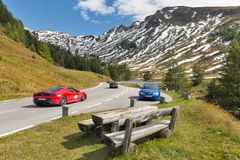 Grossglockner hög alpin väg i österrikiska fjällängar Arkivfoton