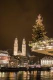 Grossmünster在圣诞节的夜之前 免版税库存图片