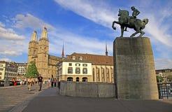 Grossmuenster et monument à Hans Waldmann, Zurich, Suisse image libre de droits