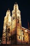 Grossmunster à Zurich la nuit dans HDR Photos libres de droits
