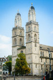 Grossmunster kyrka zurich i Schweiz Arkivbilder