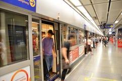 Grossstädtische U-Bahnbahnstation der schnellen Durchfahrt (MRT) in Bangkok Stockbild