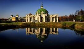 Grot bij Kuskovo-Landgoed, Moskou, Rusland royalty-vrije stock foto