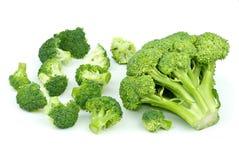 Grote één en weinig kleine broccolistukken Stock Afbeelding