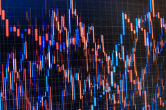 Grote aantallen Grafieken, diagrammen, financiële cijfers Handel op marktconcept Brede die Hoeklens door Lens GLB in het Midden w Stock Foto's