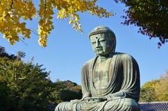 Grote Amida Boedha van Kamakura (Daibutsu) in de kotoku-binnen Tempel Stock Afbeeldingen