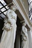 Grote architectuur van de het museum de marmeren kunst van het beeldhouwwerkstandbeeld stock foto's